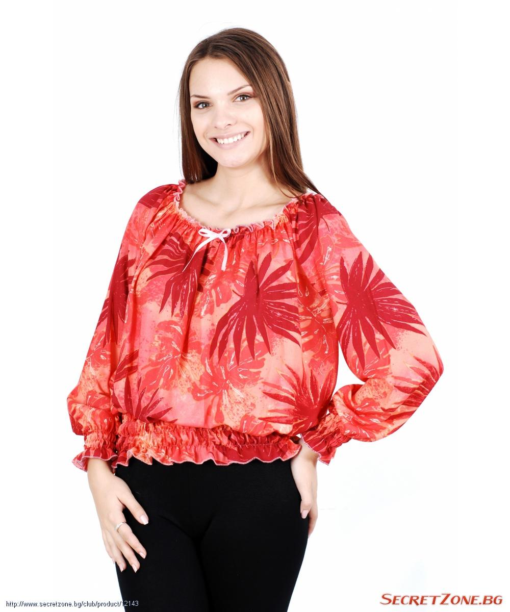 Червена блуза с набори и флорални мотиви от Charlotte B.