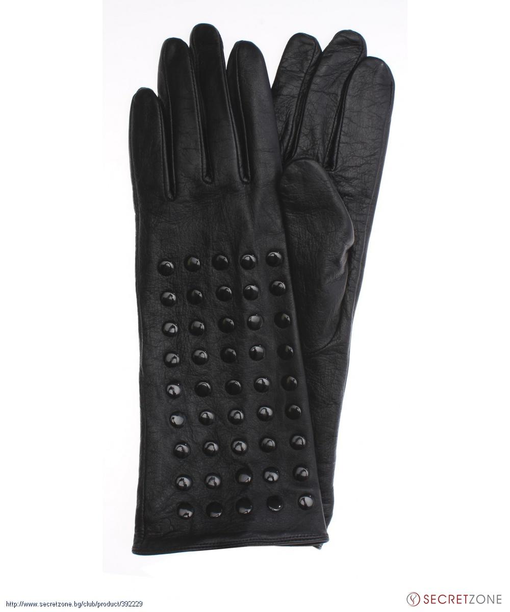 3aeb099a23b Дамски ръкавици в черен цвят с капси от Karl Lagerfeld | Secretzone.bg