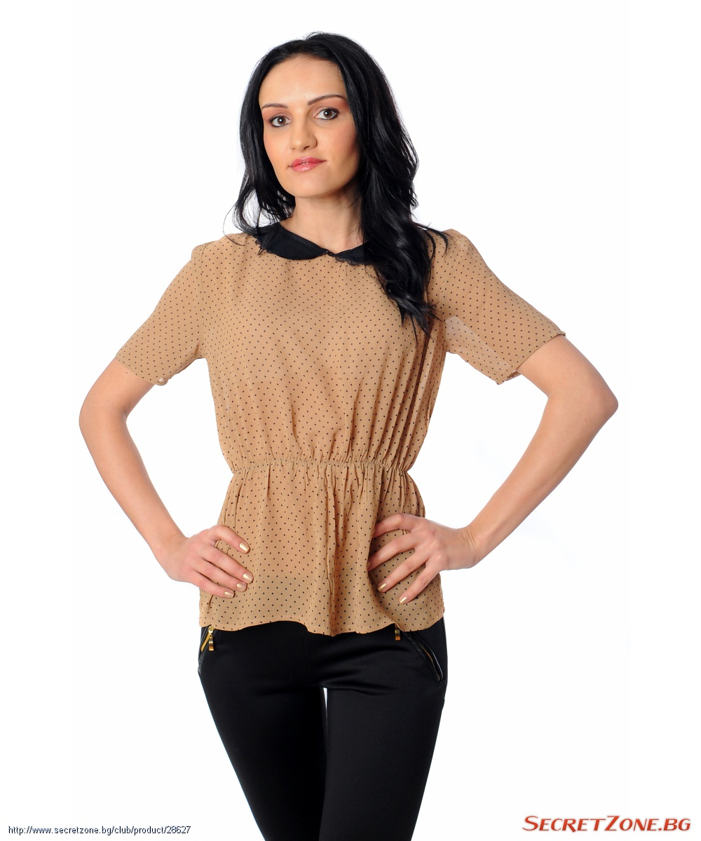 11bacf0d9b0 Бежова дамска блуза на ситни точки с контрастна черна яка ...