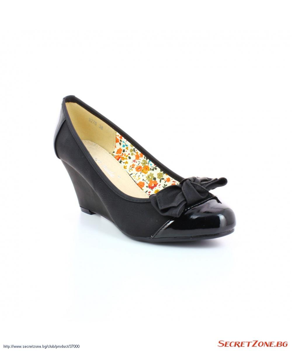 75a1826f121 Черни дамски обувки на удобна платформа с кокетна декоративна ...