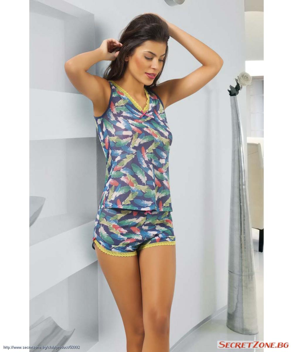 6d5f41abdbc Симпатична дамска пижама с къси панталонки в пъстър фигурален принт ...